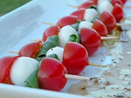 spiedini mozzarella pomodoro crema di asparagi