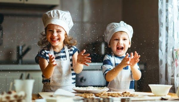 bambini in cucina Pasqua