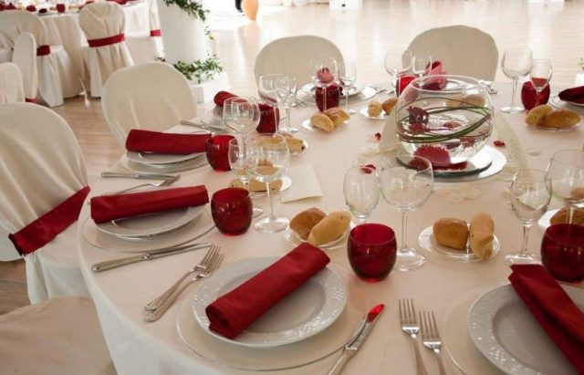 festa-di-laurea-idee-originali-tavola-imbandita
