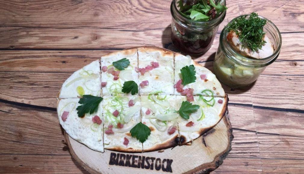 Flammkuchen und Salate im Glas als Lunch auf der PREMIUM BERLIN.