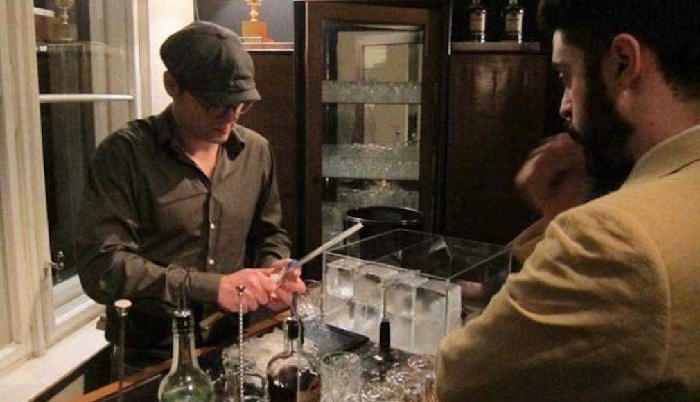 Schnitzen von Eisdiamanten in der Casa BACARDI.