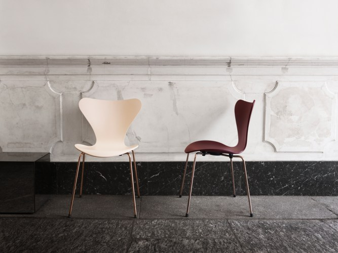 Your Homes Needs This: Fritz Hansen's iconic Series 7 chair
