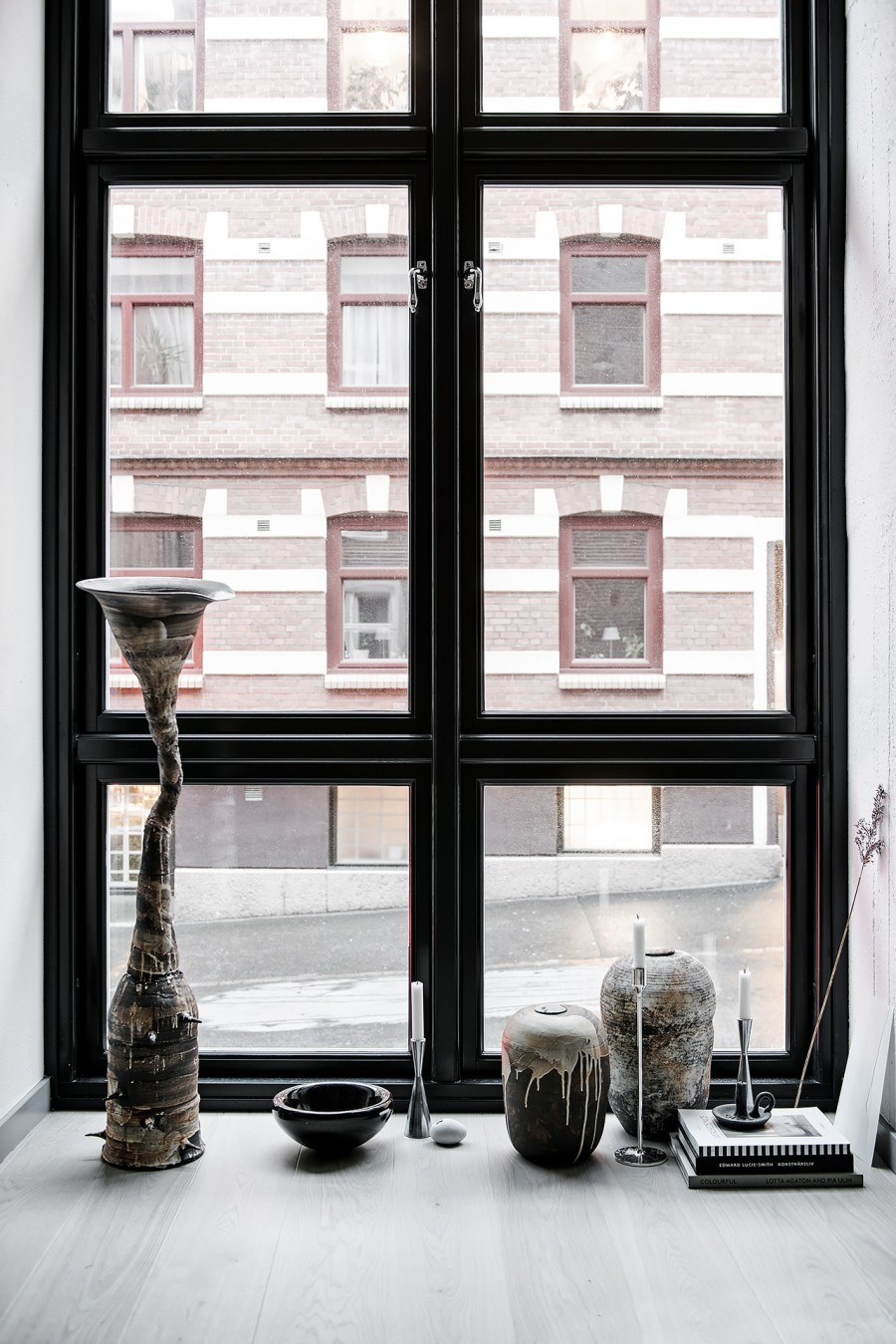 i wish i lived here new york style loft with crittall. Black Bedroom Furniture Sets. Home Design Ideas