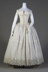 Corsets et jupons 1830