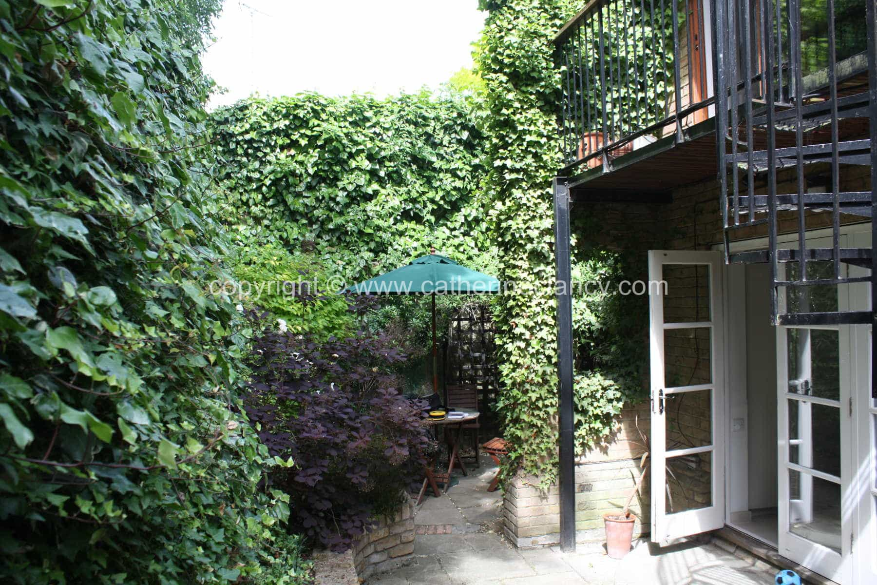 chic-courtyard-17