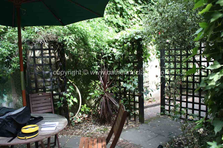 chic-courtyard-18