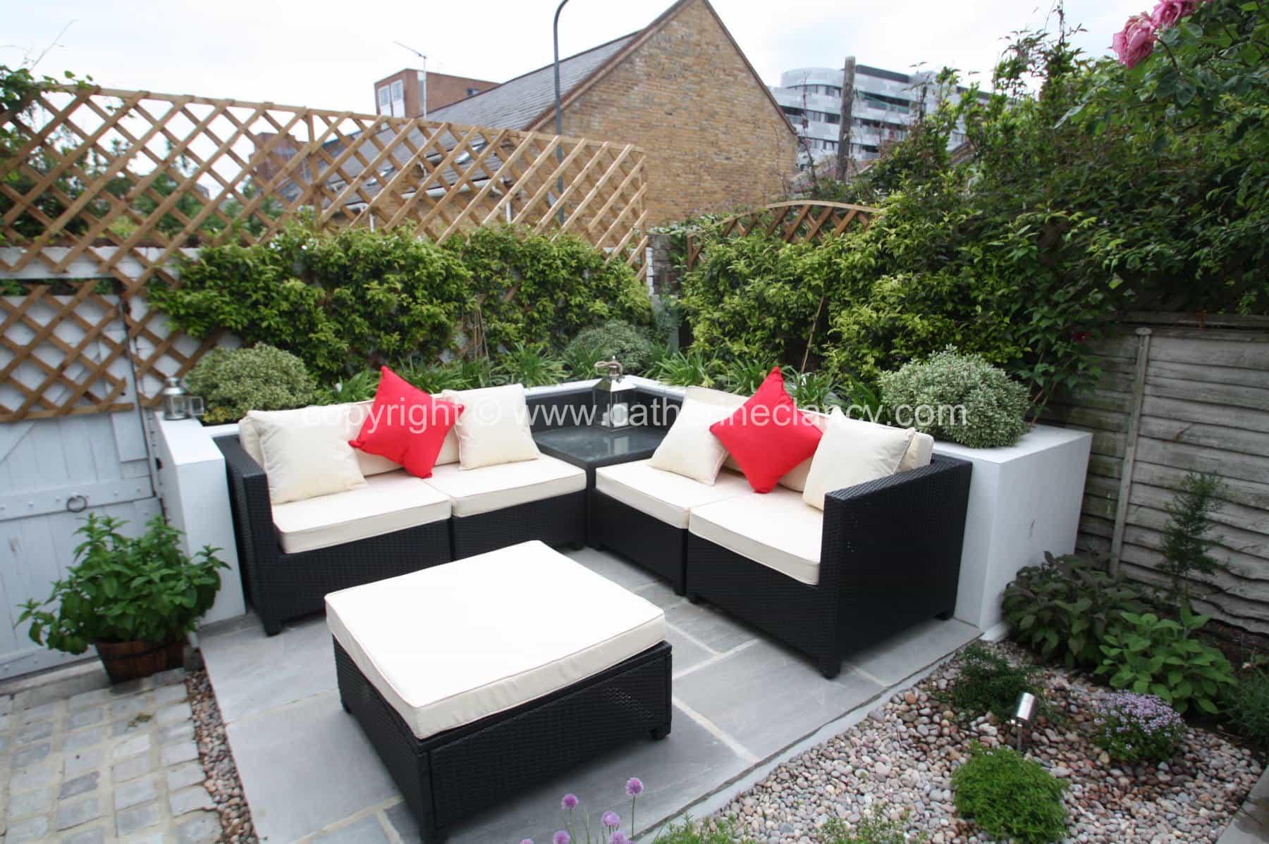 low-maintenance-courtyard-7