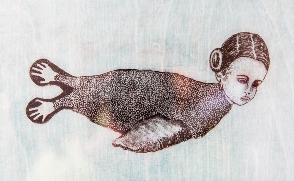 Dessin d'un corps de phoque avec la tête d'une femme.