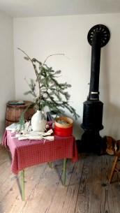 store-tree-and-stove