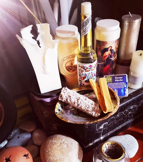 Agua de Florida, grains d'encens, bois de Palo Santo, bougies, Sauge...