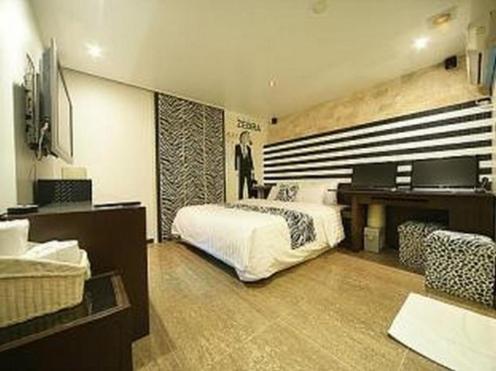E-Zen Motel