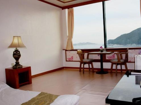 Goodstay Geojedo Beach Hotel