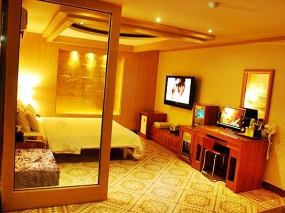 We2 Hotel