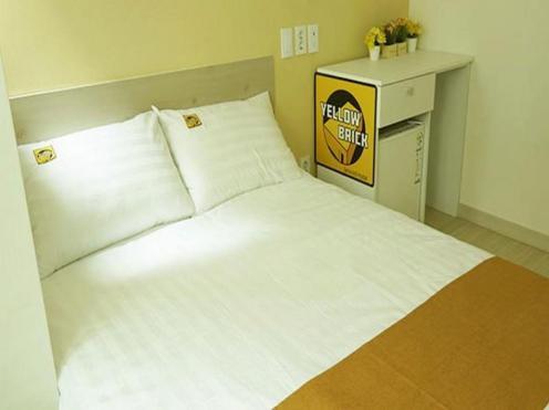 Yellow Brick 1 Hostel