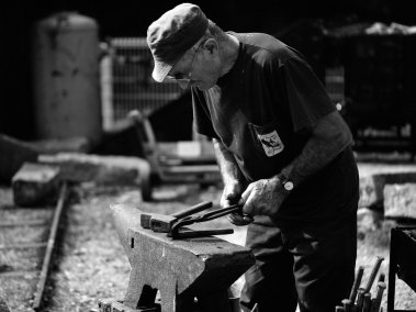 iron_worker_by_pohlmannmark-d4s1vx9