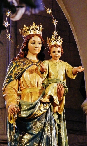detail of a statue of Our Lady, Help of Christians, date and artist unknown; Shrine of Our Lady Help of Christians, Miguel Hidalgo, Federal District, Mexico; photographed on 14 May 2012 by Enrique López-Tamayo Biosca; swiped from Wikimedia Commons