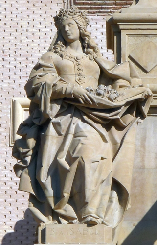 statue of Saint Isabel de Portugal, date and artist unknown; south facade of the Catedral-Basílica de Nuestra Señora del Pilar de Zaragoza, Spain; photographed on 19 December 2009 by Ecelan; swiped from Wikimedia Commons