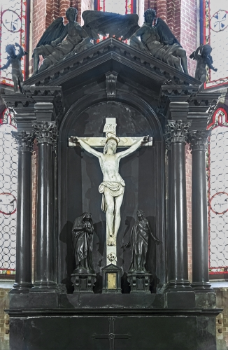 black marble altar and altar piece by Alessandro Vittoria, c.1600; Chapel of the Crucifix, Church of Saints John and Paul, Venice, Italy; photographed on 13 May 2015 by Didier Descouens; swiped from Wikimedia Commons