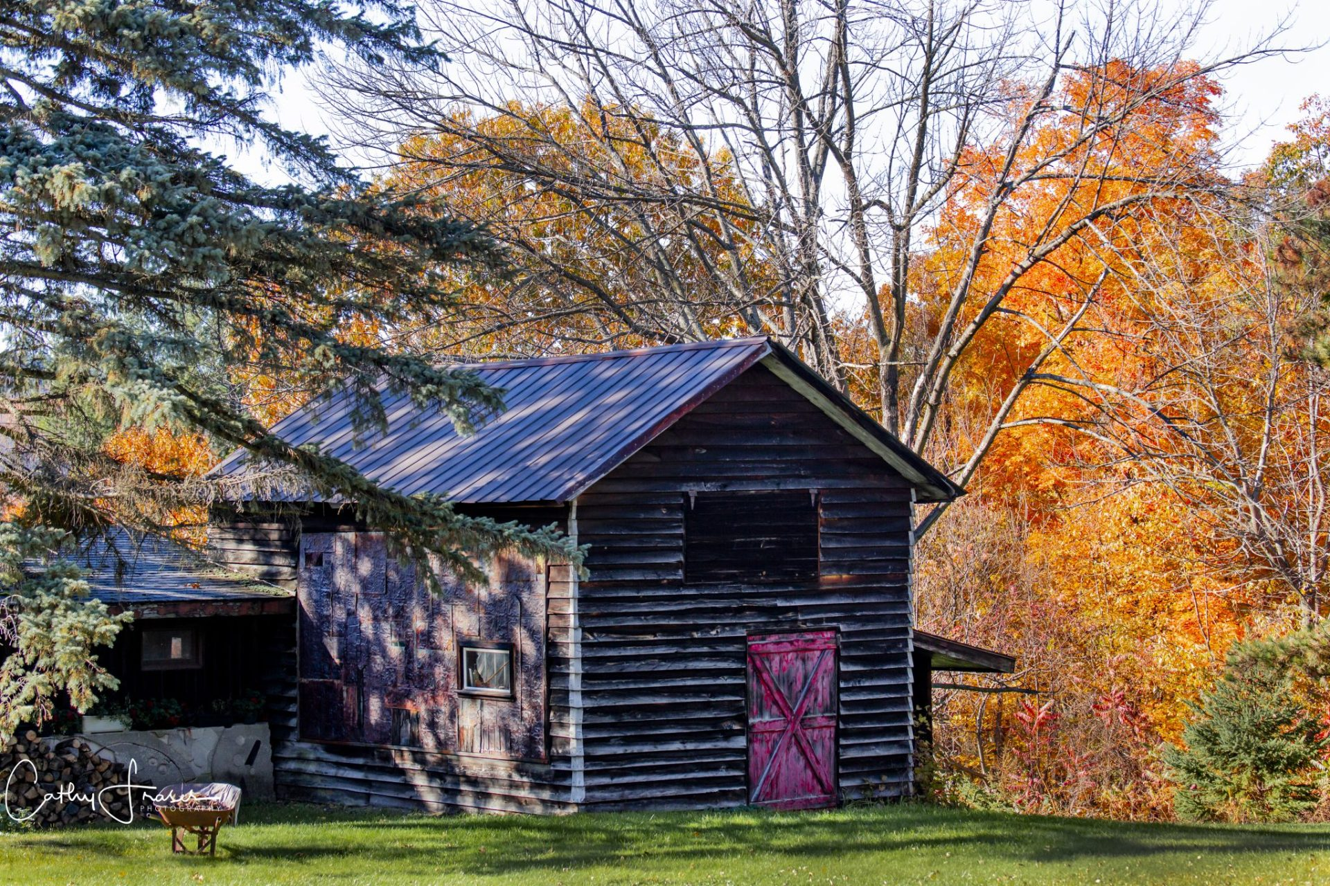 Landscape Photography of a barn in the fall in New York State