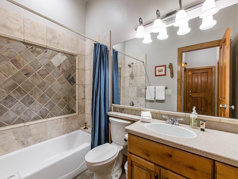bathroom2_800x600_3286159