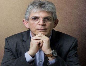 Jornalista é condenado a indenizar Ricardo Coutinho por danos morais e publicar retratação em rede social