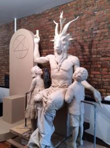 ¡El Consejo de la ciudad de Florida invoca a Satanás durante sus reuniones!