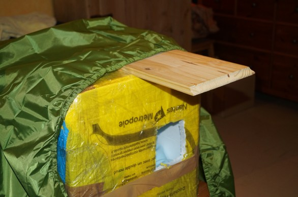 planche en bois ou autre chose pour faire un petit toit
