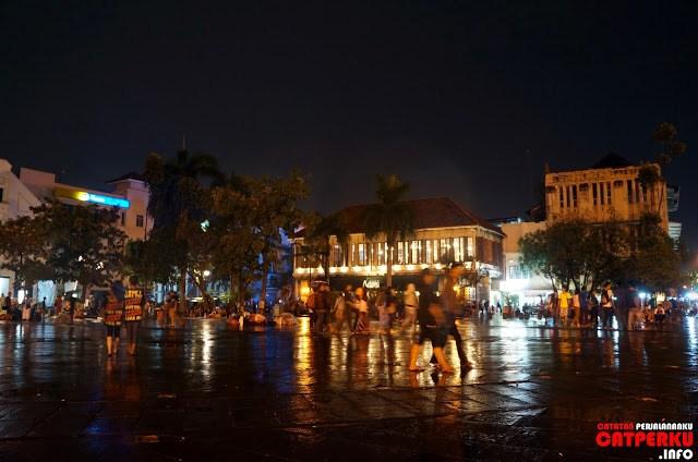 Jadi, kalau sedang berada di Jakarta dan bingung mau kemana, mungkin bisa mencoba merasakan suasana yang sedikit berbeda di kota tua ini.