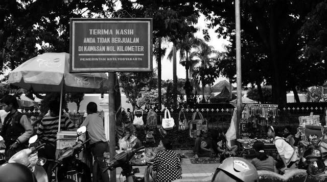 Dimanapun, di Indonesia, sepertinya peraturan itu dibuat hanya untuk dipajang saja ^^
