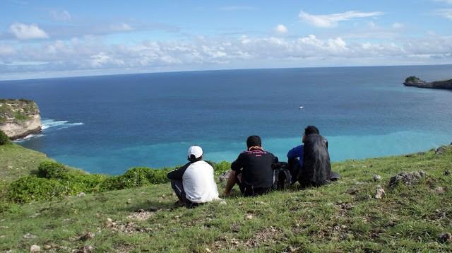 Foto pemandangan samudera hindia dari Tanjung Ringgit Lombok.