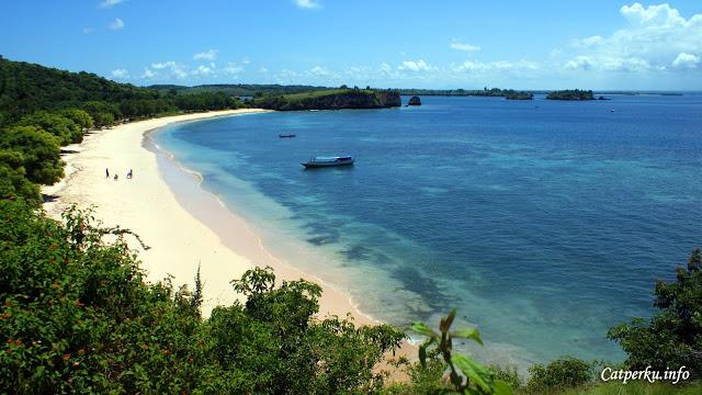 Pantai Tangsi salah satu destinasi di Itinerary Backpacking Ke Lombok kali ini.