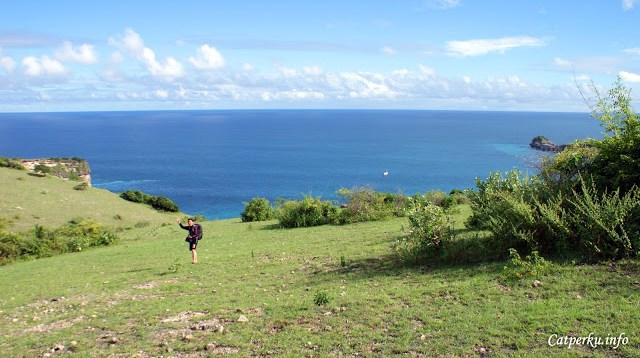 Disebelah selatan ada Samudera Hindia yang luas itu :D