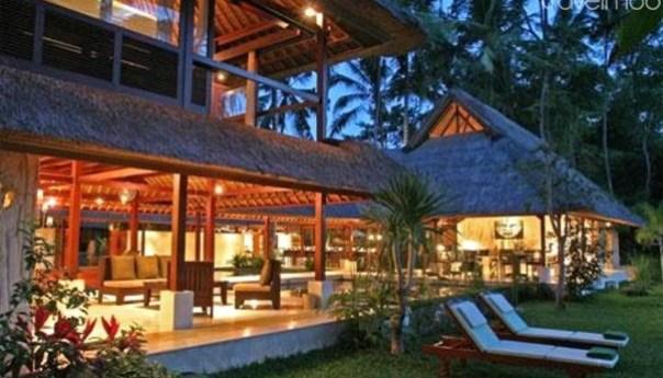 Travelmob - villa modern dengan kolam renang berada di dekat sawah