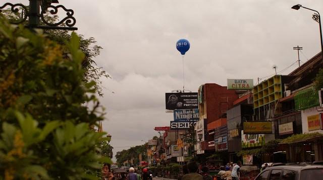 Salah satu tempat favorit saya di Yogyakarta adalah Jalan Malioboro.