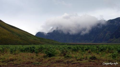 Ada yang ngerasa aneh dengan foto yang ini? :D Awan aneh di kawasan Taman Nasional Bromo Tengger Semeru.