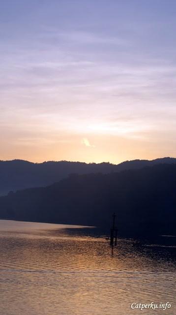 """Dapat salam dari pagi harinya Lembar """"Halo, selamat pagi semua, bagaimana pemandangan matahari terbit di Lombok Barat?"""""""
