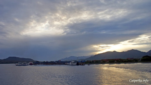 Perjalanan darat touring Bali menuju Jawa disambut pagi hari yang manis dari pelabuhan penyeberangan Gilimanuk, Bali.