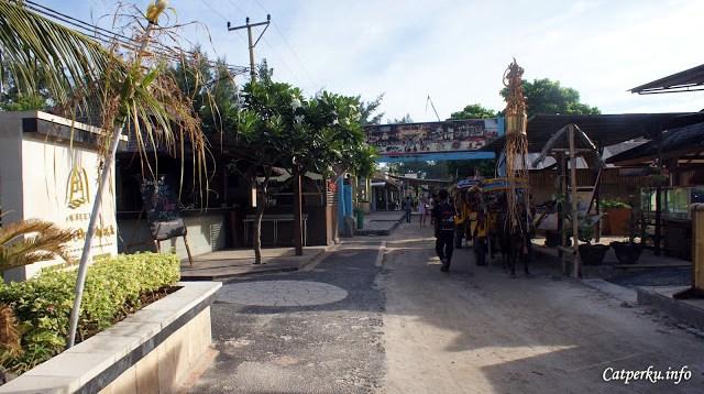 Cidomo adalah satu - satunya transportasi umum di pulau wisata Gili Trawangan Lombok. Mau coba naik?