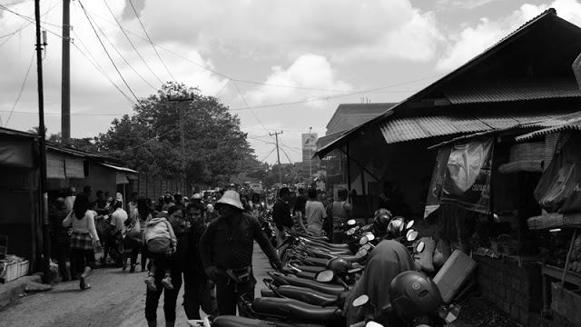 Pasar ikan di Kedonganan Bali ini selalu ramai setiap harinya!