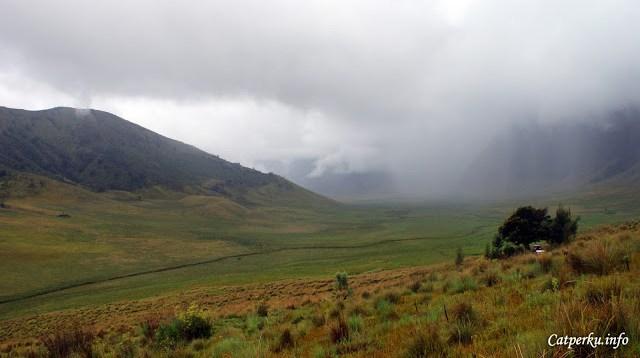 Menikmati awan yang berada dekat dengan tanah.