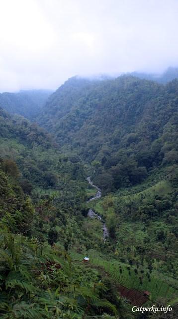 Sementara lembah ini bisa ditemui jika menuju kawasan taman nasional dari arah Kota Malang, melewati Tumpang dan Desa Ngadas.