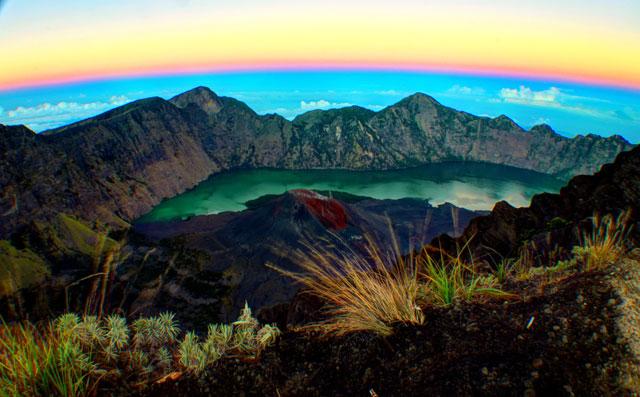 Foto HDR landscape Rinjani dari jalur menuju puncak