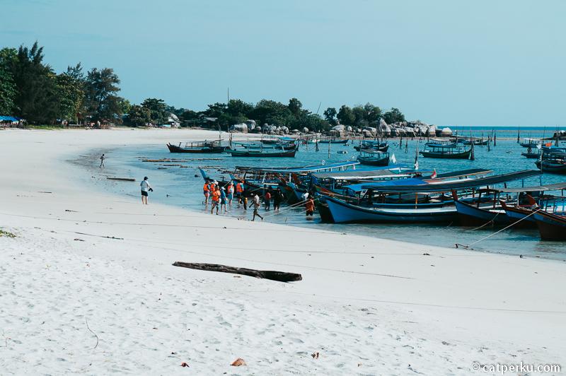 3. Pantai Tanjung Kelayang
