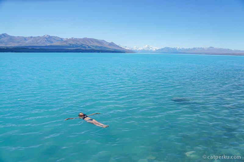 Asal kalian tahan berenang di air sedingin es saja sih~