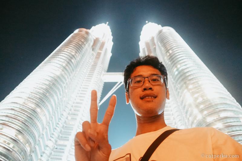 Ada yang gak mampir ke menara kembar Petronas kalau liburan ke Kuala Lumpur?