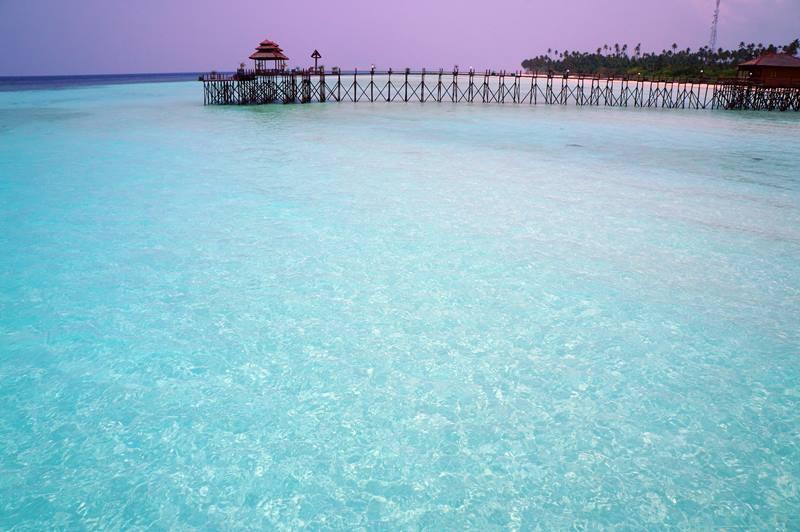 Airnya biruuu!