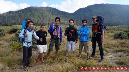 Bersama teman baru di Gunung Papandayan