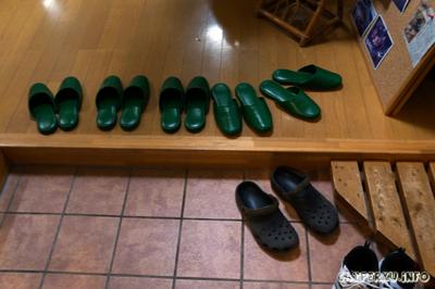 Seperti kebanyakan rumah di jepang, ada sandal tersendiri untuk dipakai di dalam rumah.