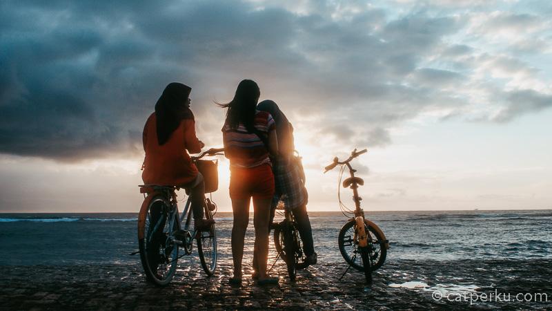 Apakah Pantai Sanur Bali Ramai karena mereka? Siapa mereka, saya juga tidak tahu :P