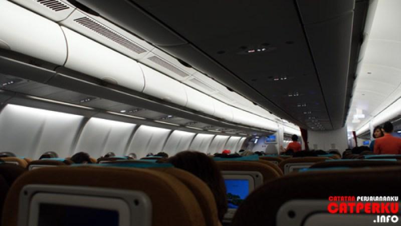 Kalau enggak mau ribet, bisa liburan murah ke Bali dengan naik pesawat terbang :D rajin - rajin saja mencari tiket promo kesana.